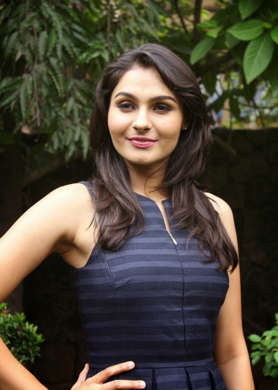 Andrea Jeremiah Looks Super Sexy In A Blue Short Dress At