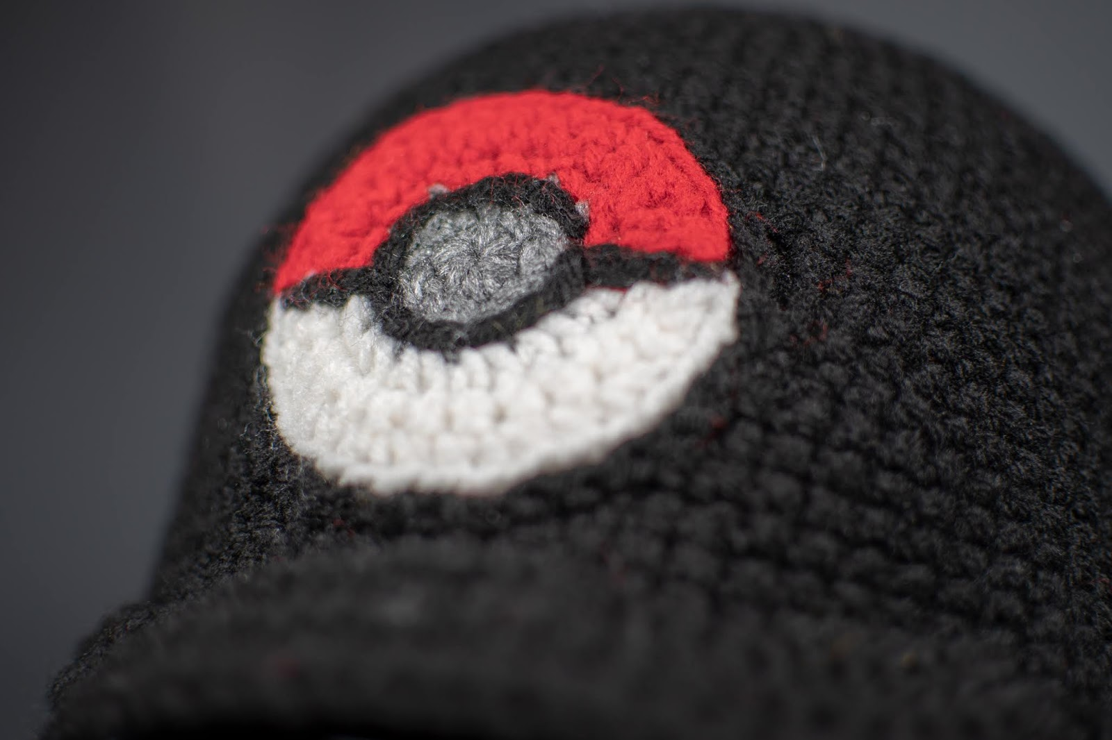 Pokeball | Free Crochet Pattern | Hooked by Kati | 1066x1600