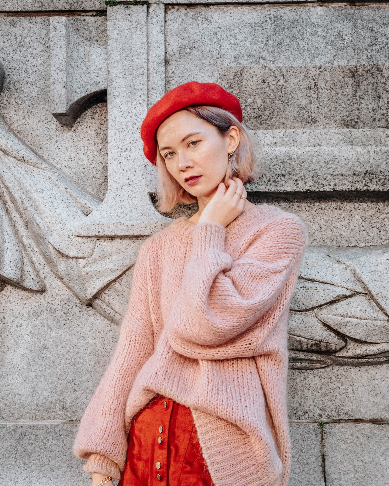 how to wear a beret, balloon sleeve sweater, french chic, french style, zara, bucket back, blondo boots, vancouver art gallery, valentines day look, valentines day outfit