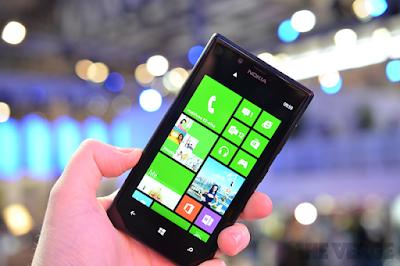 Thay mat kinh dien thoai Lumia 720 chinh hang