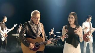 Lirik Dan Kunci Gitar Lagu Iwan Fals - Tak Seimbang Ft Geisha
