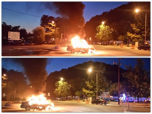 Θεσπρωτία: Αυτοκίνητο τυλίχθηκε στις φλόγες στα Σύβοτα