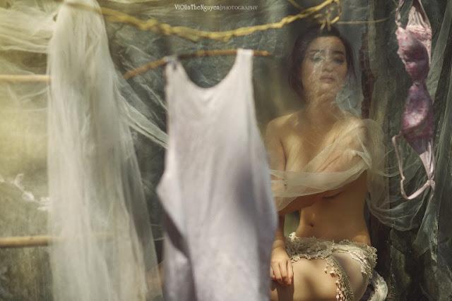 Hot girls Vietnamese girl nude washing clothes 6