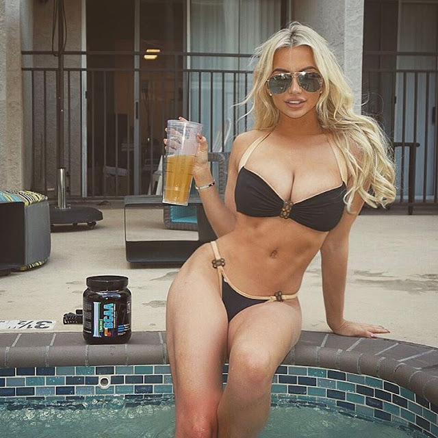 Lindsey-Pelas-ad-the-product-on-Instagram