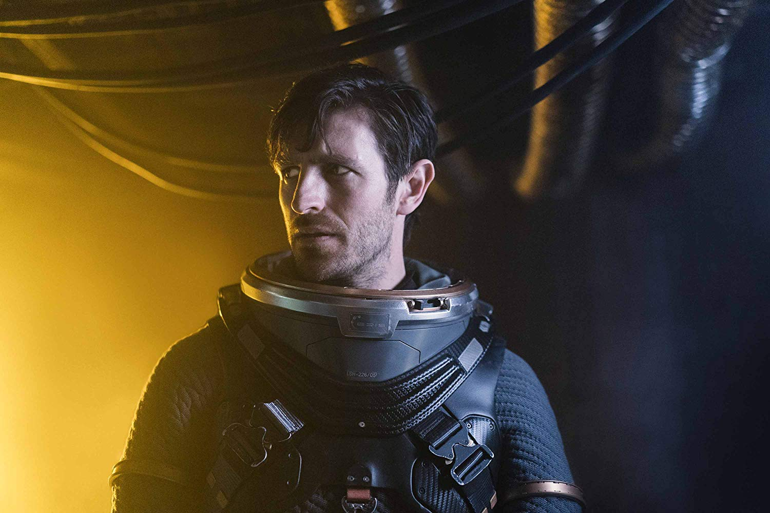 Eoin Macken es Karl en Nightflyers