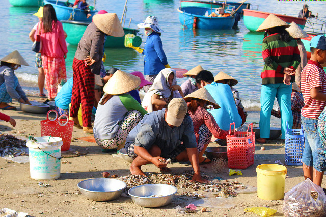 para penjual hasil laut