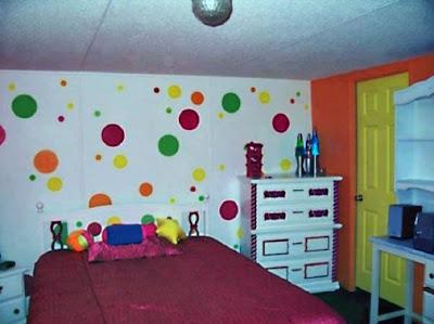 dinding kamar motif polka dots