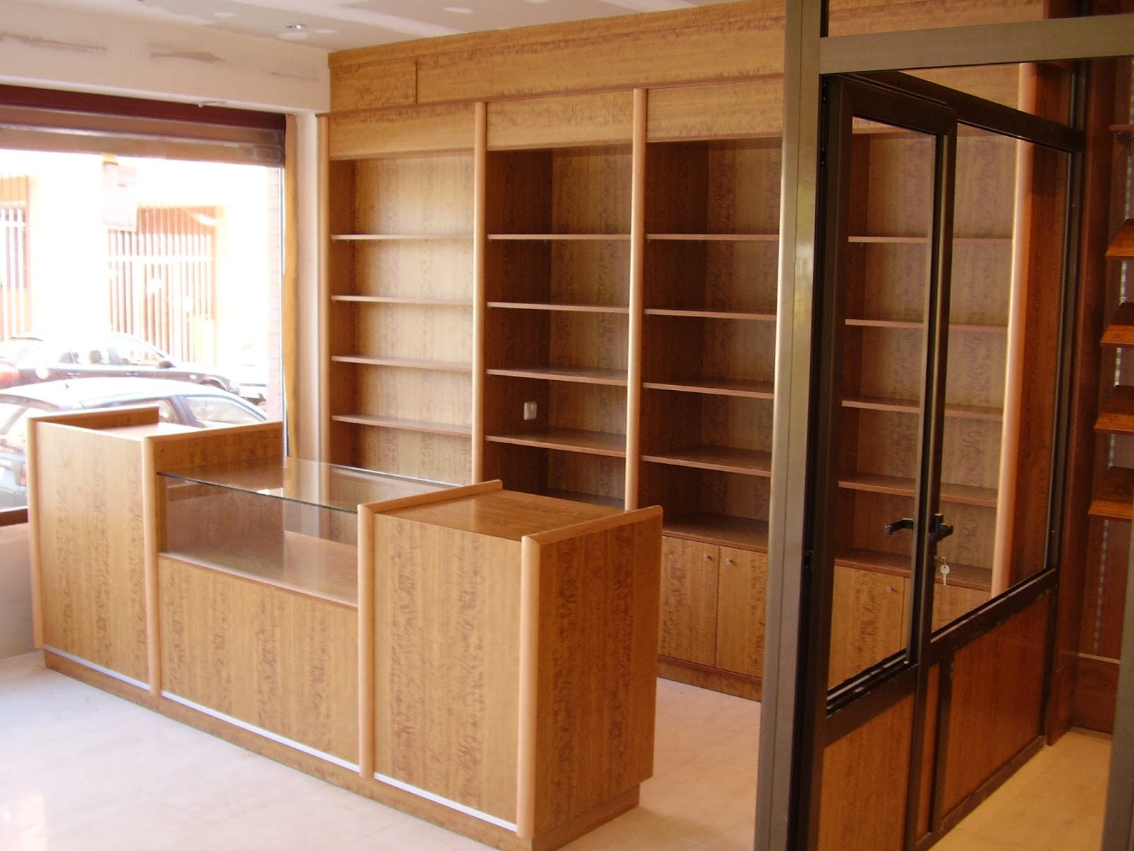 Artideco puertas de madera suelos laminados y armarios for Puertas de madera zaragoza