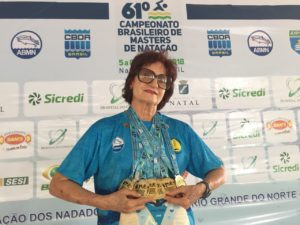Marília Barreiros, nadadora baiana, se prepara para fazer a travessia Mar Grande/Salvador, aos 80 anos