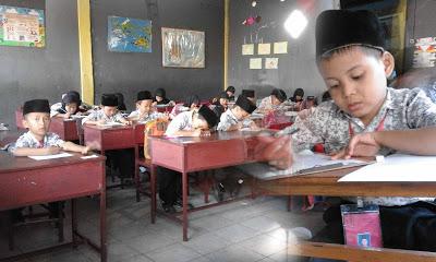Tanggal 29 Mei 2017 ujian semester genap untuk kelas I - V resmi dilaksanakan di....