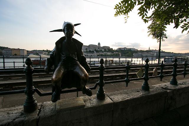 Statua lungo il Danubio-Budapest