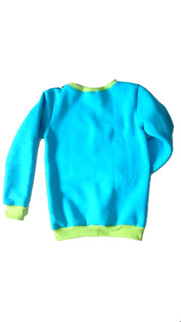 Bluza z puzzli na brzuchu i dresówki drapanej w kolorze turkusu z zielonymi wykończeniami (ściągaczami)