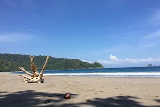 Pantai Nanggelan, Keindahan di Balik Bukit di Jember Selatan