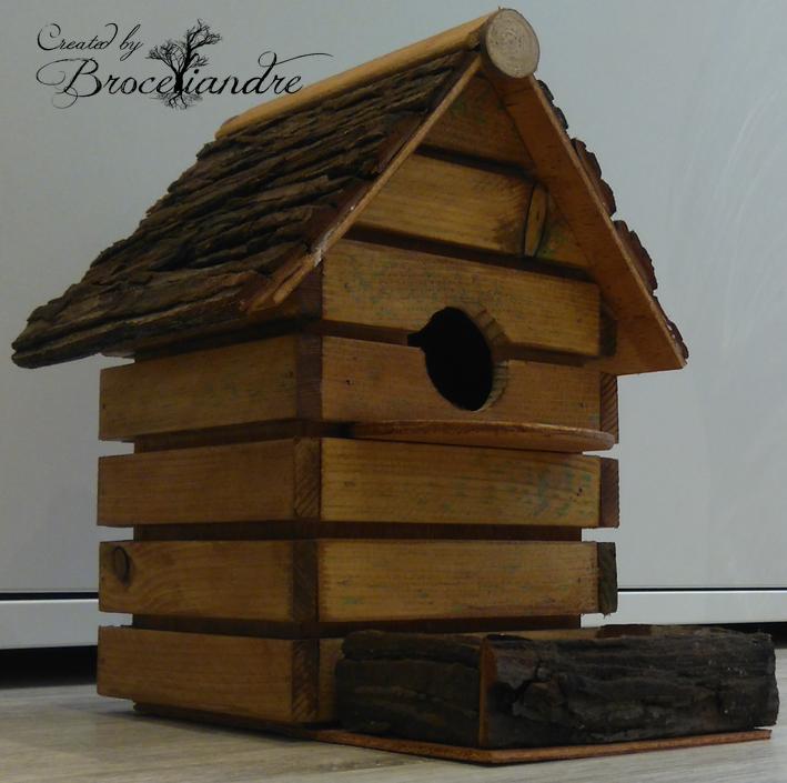 le grenier de ma grand m re cabane oiseaux en bois massif avec mangeoir. Black Bedroom Furniture Sets. Home Design Ideas