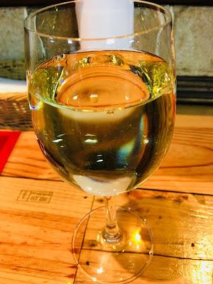 三軒茶屋にあるRIKI A(リキエー)のがぶ飲み白ワイン