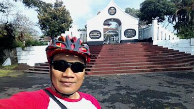 Selfie di depan Situs Jambansari Ciamis.