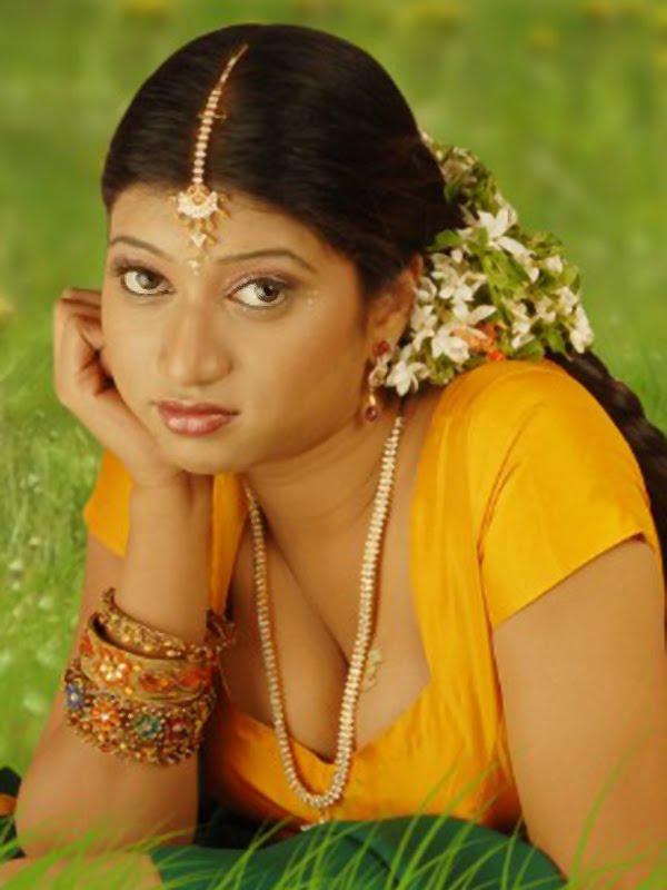 Kollywood Hot Actress Hamsikar Spicy Navel In Yellow -3326