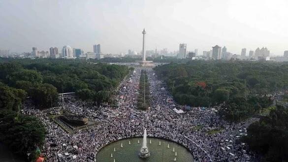 Bikin Merinding, Saat Lagu Indonesia Raya Dikumandangkan Jutaan Massa Reuni 212