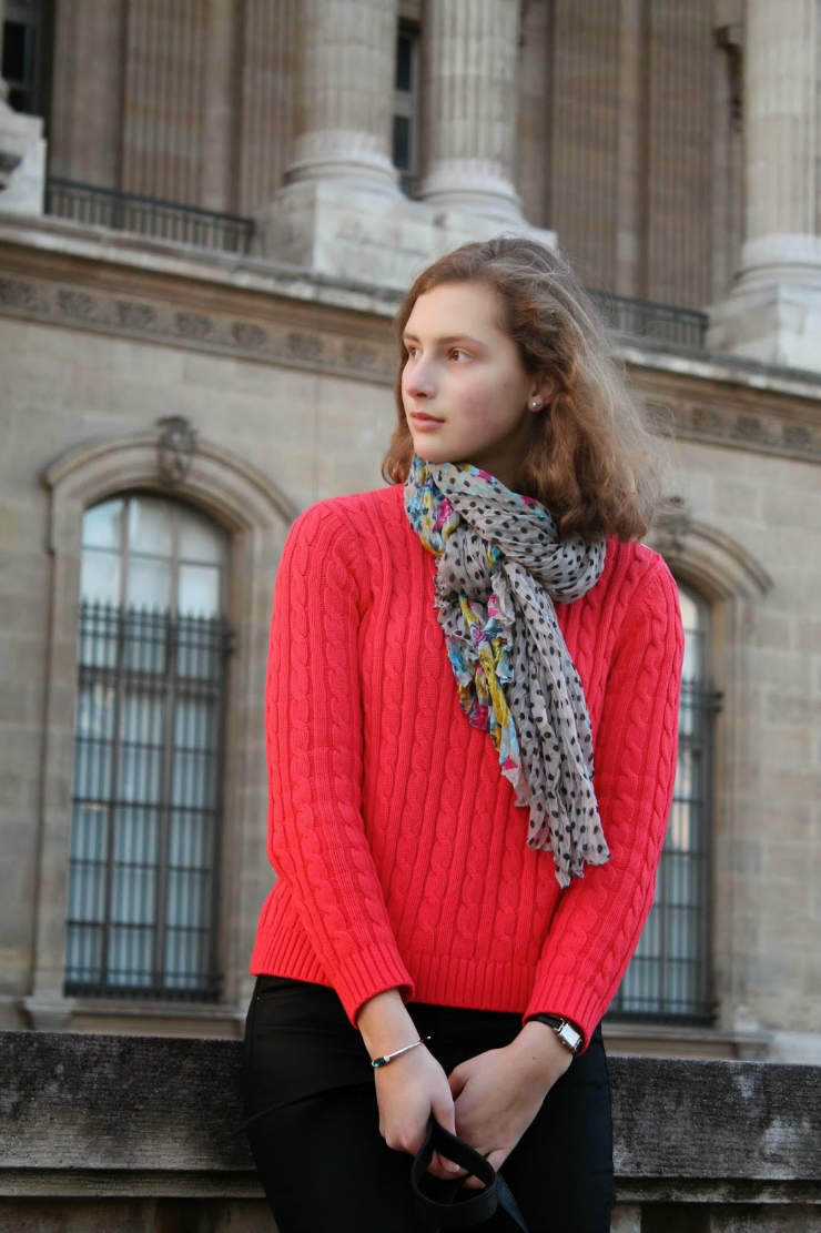 Tips to look expensive: wear scarves to change your looks