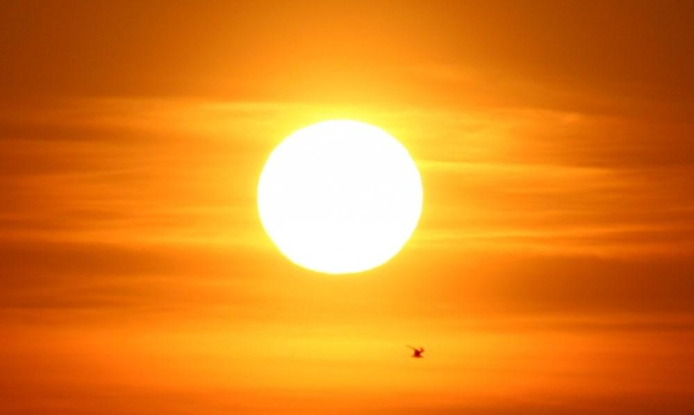 Mặt trời có tự xoay tròn hay đứng yên