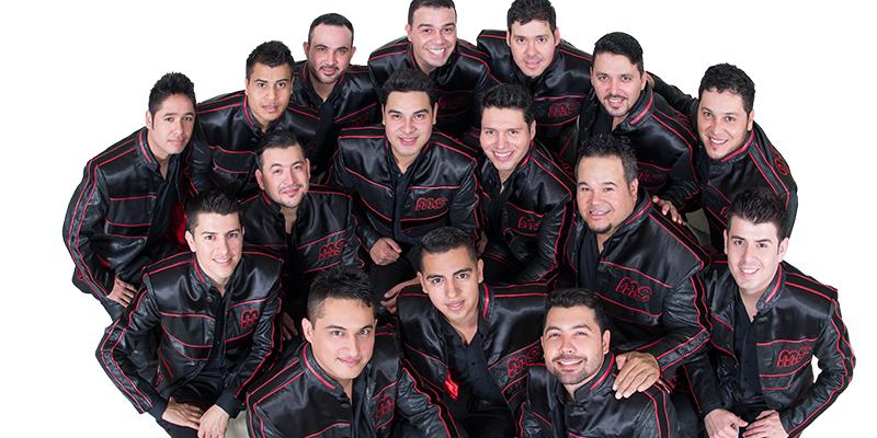 Integrantes de la Banda MS en Ropa Color Negro vistos desde arriba