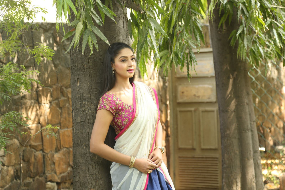 Angana Roy in half saree-HQ-Photo-3