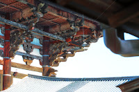 東大寺 しころ建ての房の雨樋の仕舞設え建物軒下