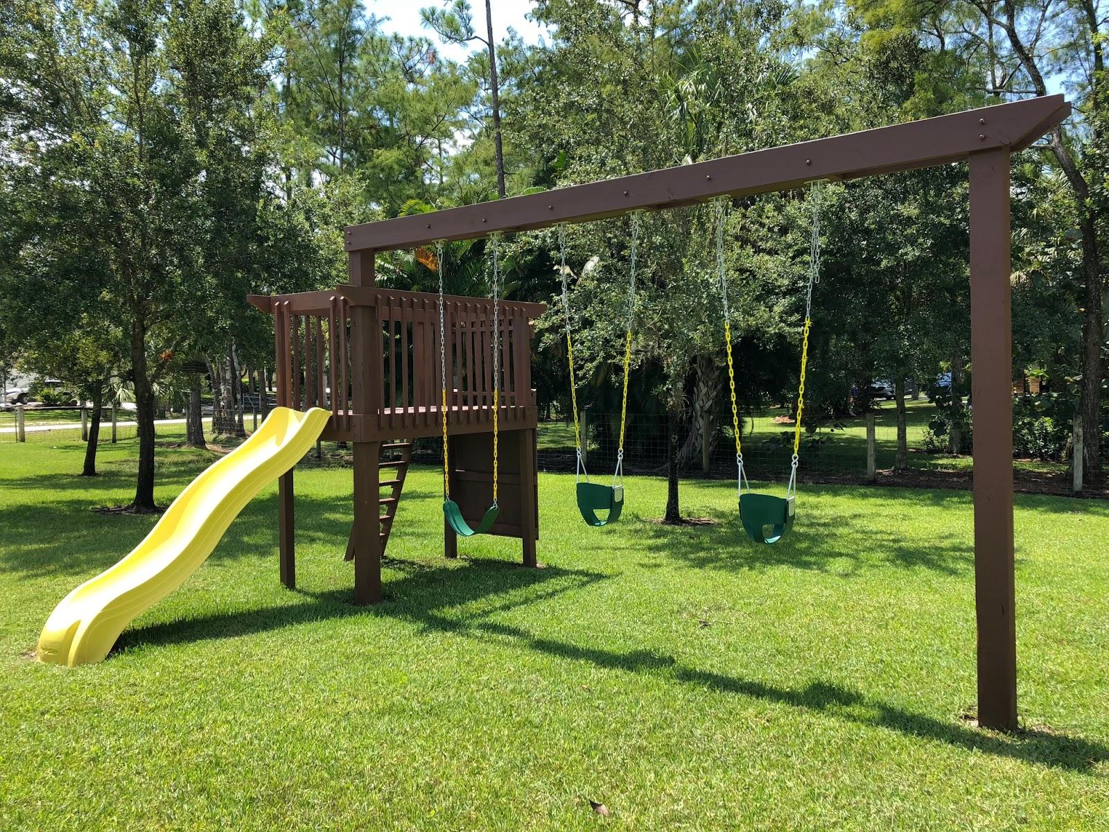 Howdy Ya Dewit!: Homemade Backyard Swings