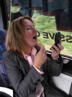 Make Up Di Kereta Atau Bus
