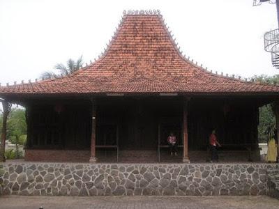 Rumah Kasepuhan Adat Jawa Barat