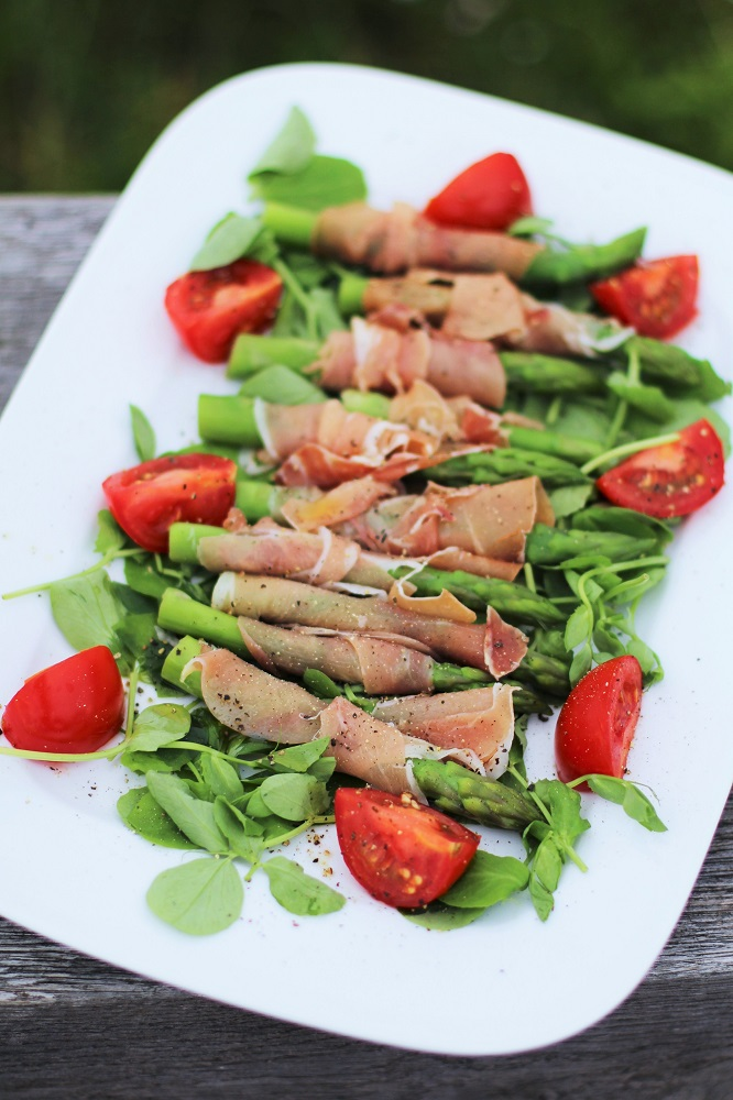 Serrano ham wrapped asparagus, rooftop picnic - London lifestyle blog