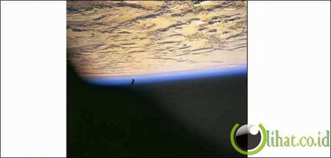 Misteri Satelit Ksatria Hitam