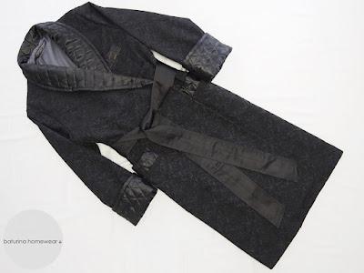 Luxus Morgenmantel aus schwarzer Paisley Seide für Herren, lang, gesteppt und gefüttert.