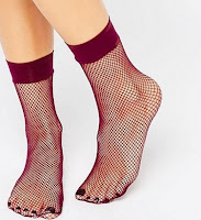 http://www.asos.fr/asos/asos-socquettes-en-resille-baie/prd/6926698?iid=6926698&clr=Baie&SearchQuery=chaussettes&pgesize=36&pge=5&totalstyles=352&gridsize=3&gridrow=12&gridcolumn=3