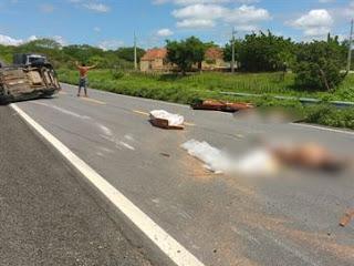 Carro de funerária capota e corpos que eram transportados ficam na rodovia, na PB