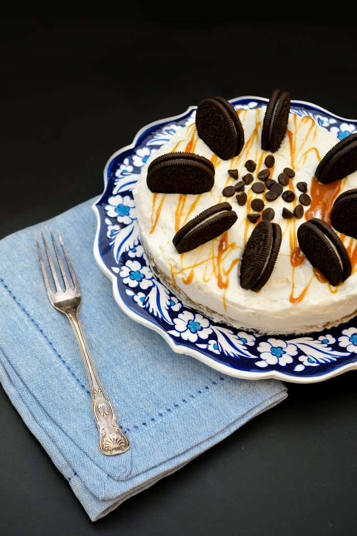 Vegan No-Bake Oreo and Caramel Cheesecake