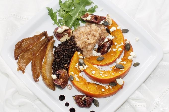 Salat aus Kürbis Feige Feta Linsen und Honig