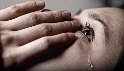 perempuan menangis | Aku Penghibur