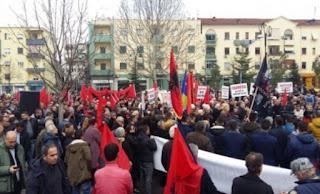 «Πολιορκία» της ελληνικής πρεσβείας στα Τίρανα από Τσάμηδες - «Να ζητήσει συγγνώμη η Ελλάδα»