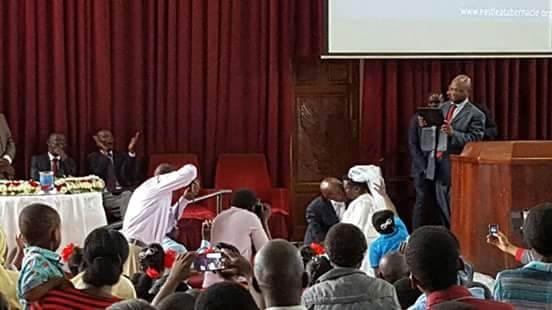 ugandan woman marries dwarf