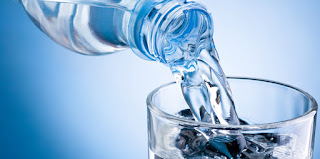 Eaux minérales, eaux en bouteille : savez-vous ce que vous buvez ? Eau-bouteille2