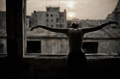 Μα γιατί δεν πεθαίνουμε; - Νίκος Λυγερός Γιατί να πεθαίνει κανείς δύο φορές;   Μετάφραση από τα γαλλικά Σάνη Καπράγκου Επιμέλεια Σοφία Ντρέκου