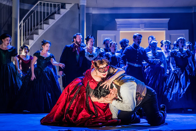 Verdi: Un ballo in maschera - Claire Rutter, Vincenzo Costanzo - Grange Park Opera (Photo Robert Workman)