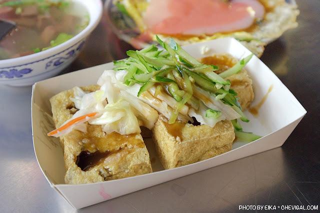 MG 0880 - 中華夜市臭豆腐蚵仔煎,還沒開攤就有客人在守候!營業至凌晨3點夜貓子最愛