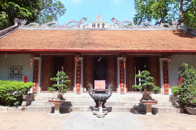 temple-in-hanoi ハノイ動物園横のお寺