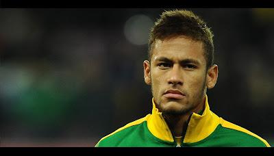 Neymar da Silva Santos Junior atau yang akrab dikenal sebagai Neymar adalah pesepakbola yang lahir di Mogi das Cruzes, Brazil, 5 Februari 1992. Dia merupakan anak dari pasangan Neymar da Silva Sr. dan Nadine Santos Profesi ayahnya sebagai mantan pesepakbola membuat Neymar tertarik dengan olahraga ini. Neymar bergabung dengan klub bola pertamanya, Portuguesa Santista, ketika usianya 11 tahun. Namun tidak sampai setahun ia harus meninggalkan klub itu. Hal ini disebabkan oleh kepindahan keluarganya ke kota Santos.