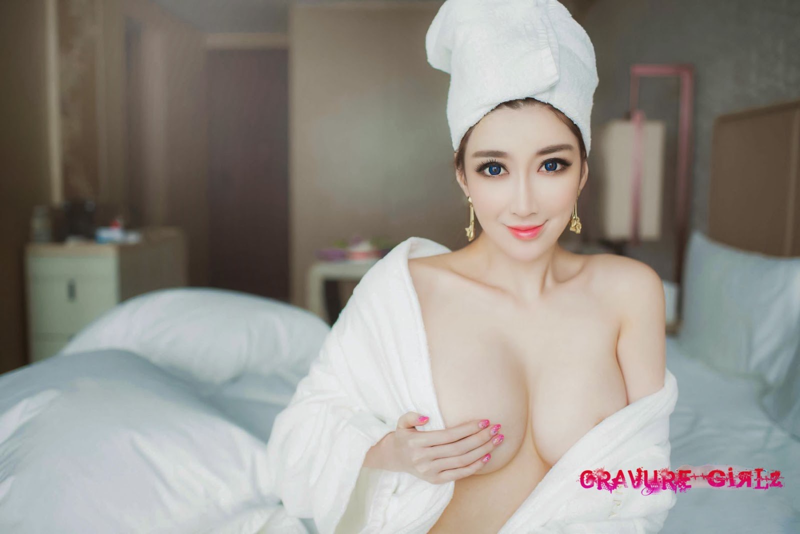 naked chinese girl big butt