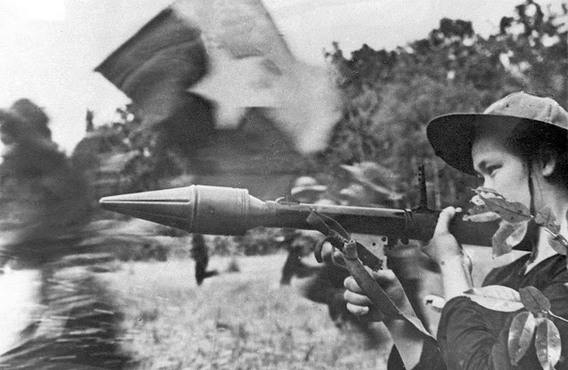 Mujeres del Vietcong - selección de fotos de mujeres del Vietcong, parte esencial de la victoria del pueblo vietnamita contra el imperialismo yankee. Female-viet-cong-soldiers-22