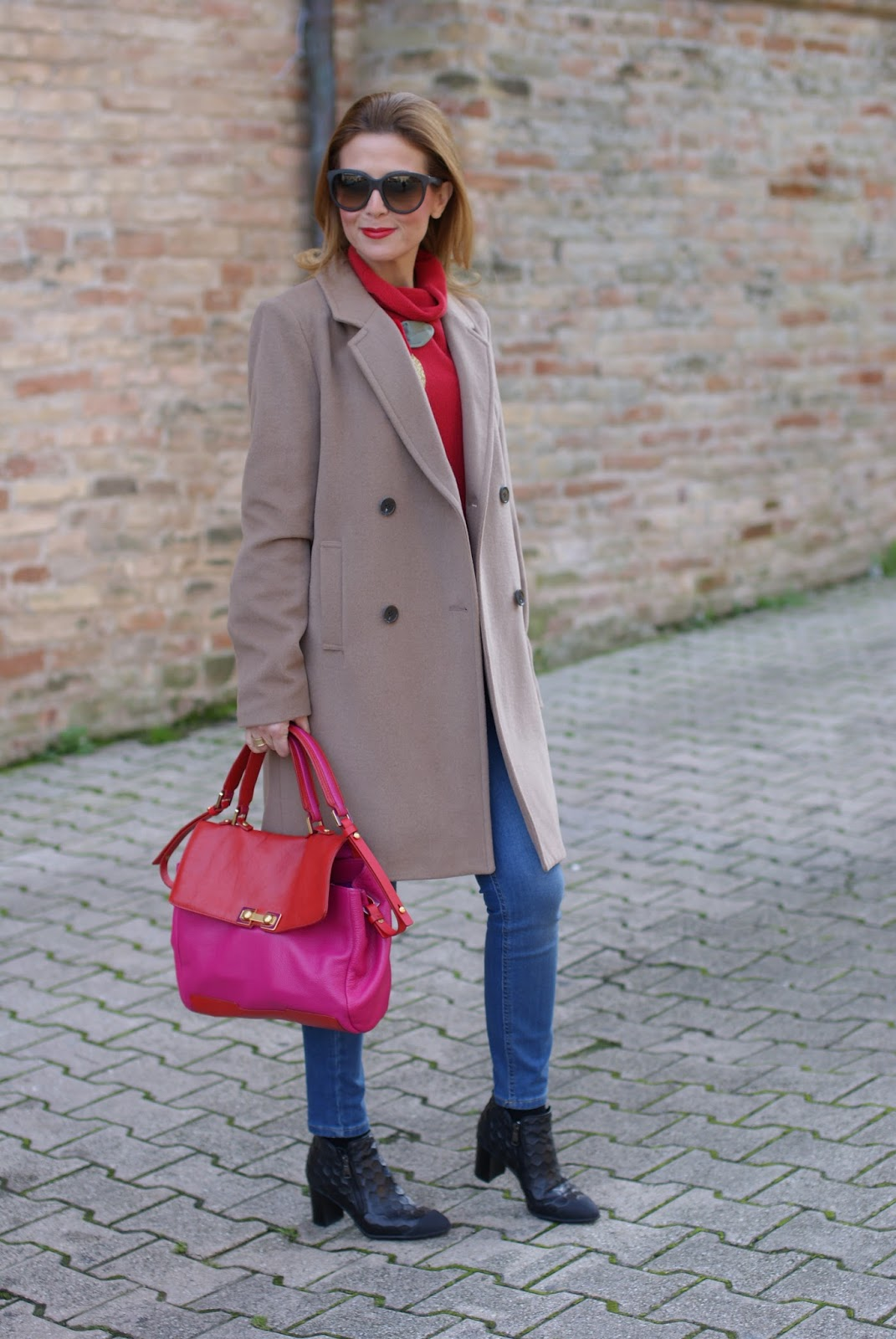 Camel slim coat and Botticelli shoes on Fashion and Cookies fashion blog, fashion blogger style