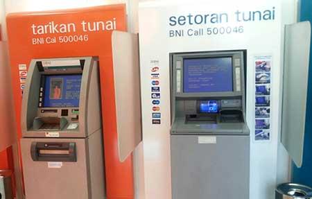 Apakah Kena Biaya Admin Tarik Saldo di ATM Link Dengan Kartu ATM BNI?